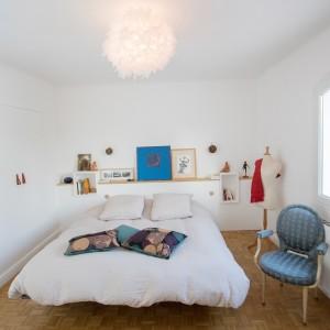"""Chambre chaise de chez """"Moi """" Emmanuelle Diebold, Tableau bleu de Gio Caillet enchères de Mouv'Art 2010"""